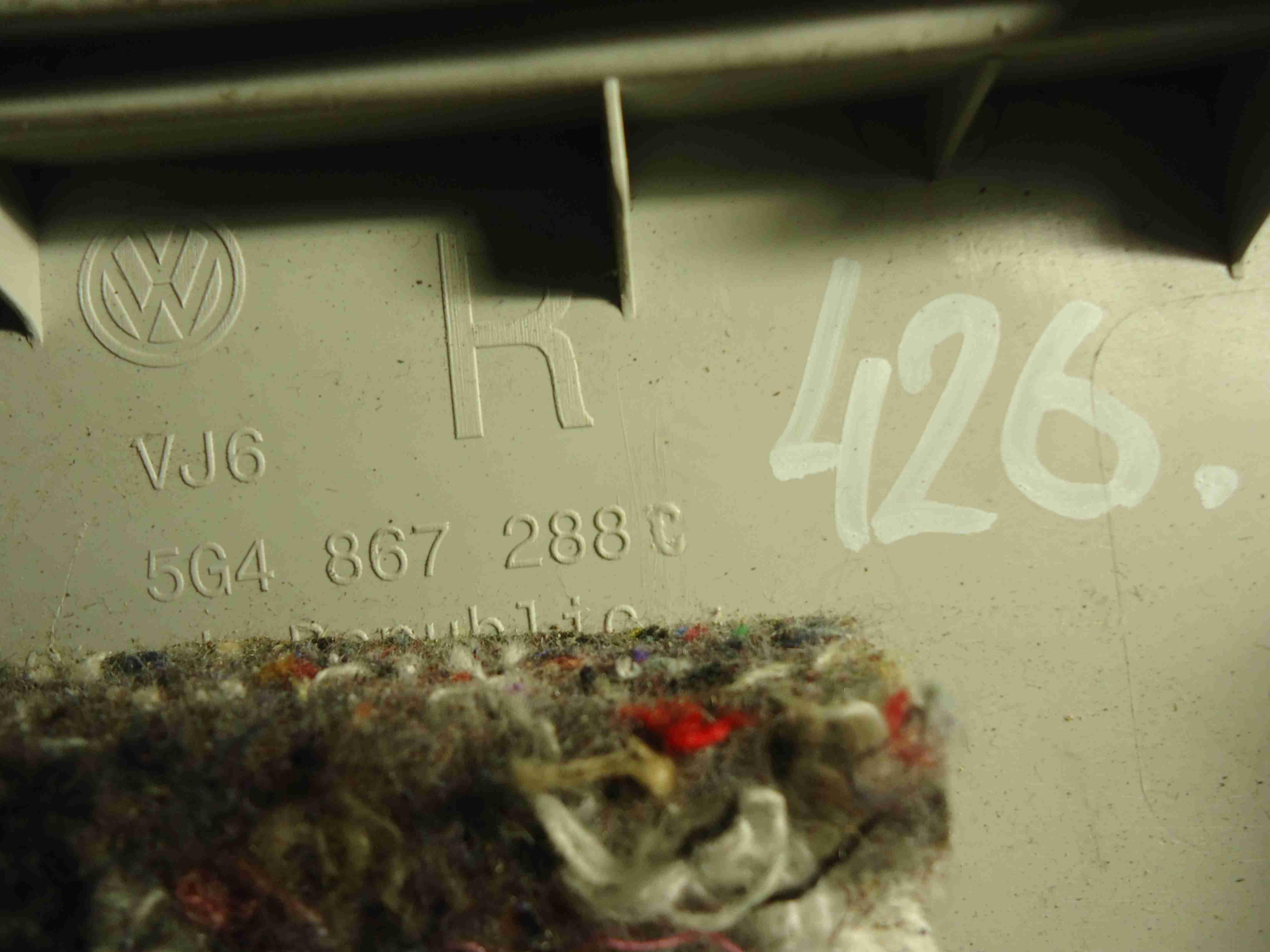 Обшивка стойки центральной правой (накладка)   5G4867288C